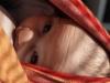 Dojčenie v šatke či nosiči je praktické, pretože môžete dojčiť a zároveň robiť, čo potrebujete