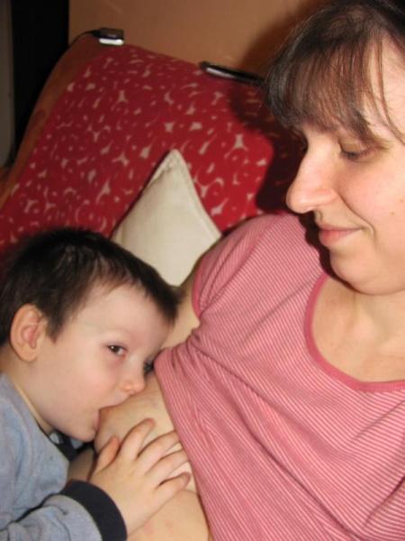 Aj pre staršie deti je dojčenie dôležité: ako výživa aj z mnohých iných hľadísk