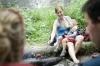 Grilovačka s priateľmi - matka napĺňa všetky potreby dieťaťa a súčasne svoju potrebu oddychovať a tráviť čas s ľuďmi, ktorých má rada