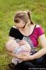 Na fotografii sa dojčí 14-mesačný chlapček, materské mlieko aj po prvom roku života predstavuje významný zdroj tukov, cukrov a bielkovín ako aj rozličných imunitných faktorov a látok