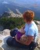 Desaťmesačný Maťko sa dojčí po výstupe na Predné Solisko