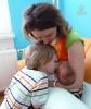 Deti sa o dojčení učia pozorovaním dojčenia