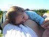 Mamička 15-mesačného dievčatka hovorí: Som nesmierne vďačná za každý ďalší deň, keď mliečko pomôže, či už pri plači, smäde, nepokoji, v cudzom prostredí, či zaspávaní.