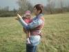 S deťmi sa dá pohodlne robiť veľa činností, napríklad sa dajú s pomocou šatky púšťať aj šarkany, a to aj v chladnejšom počasí